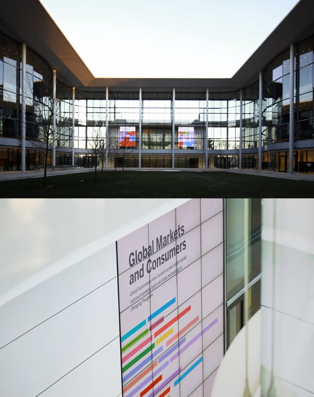 Unified Field Interactive Studio created the digital signage system at the New Norman Forster Designed Yale School of Management.